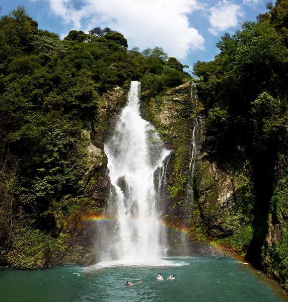 壁纸 风景 旅游 瀑布 山水 桌面 572_600