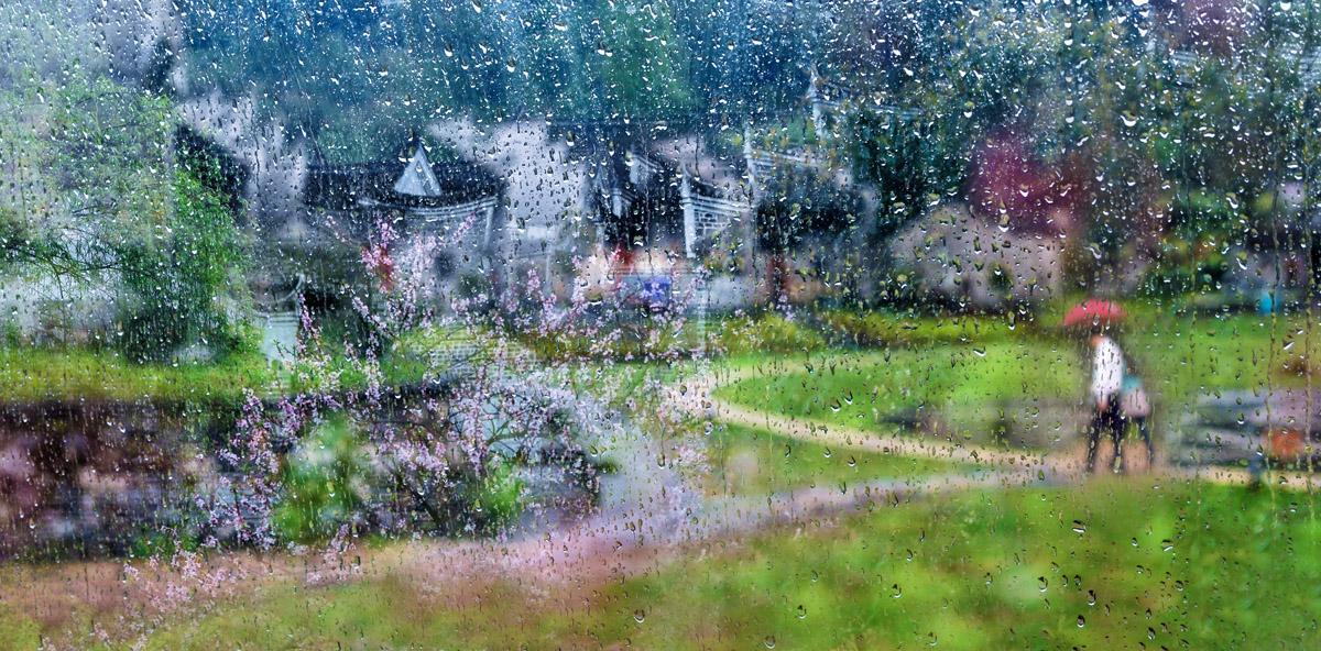 2014年3月,雨中,透过车窗的玻璃,郴州阳山古村