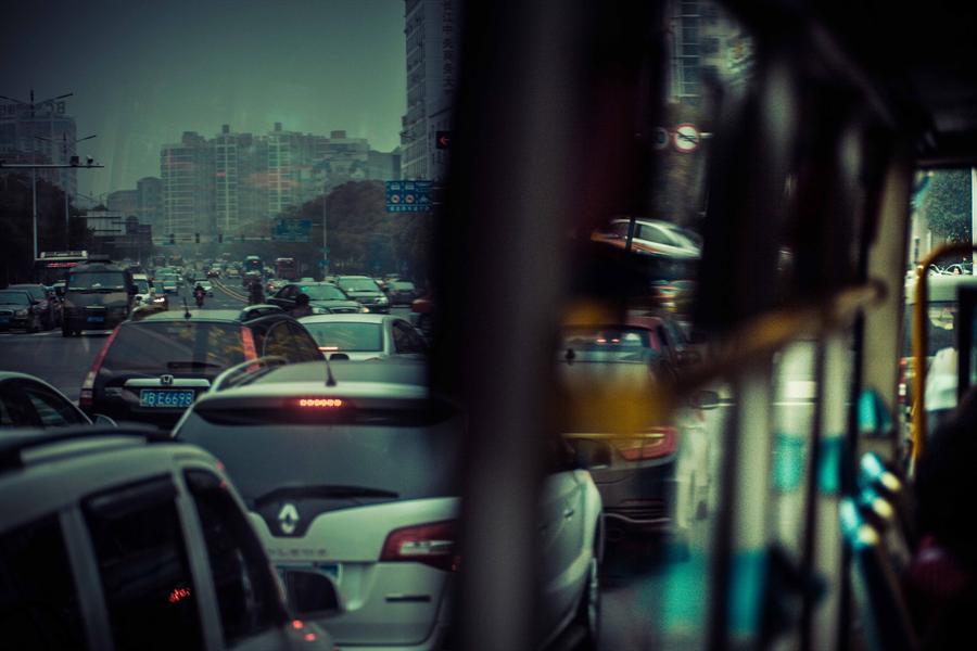 车内与窗外的风景 /span>