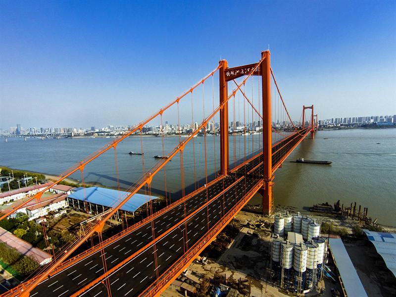 航拍即将开通的武汉鹦鹉洲大桥图片