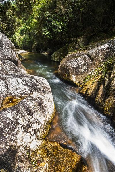 炎陵策源乡梨树洲村天马寨有一处无名溪流,水流