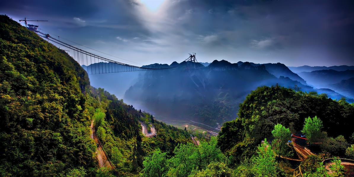 4摄于湖南湘西吉首市在建矮寨大桥                    赞 (0)