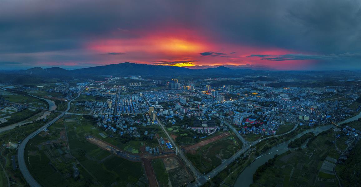 日出日落城市 联系作者                      2018-6-24 摄于江华